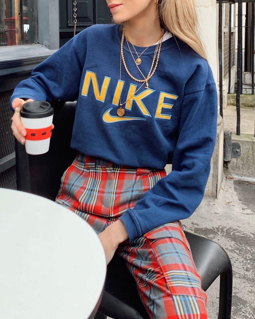 """Olivia Frost auf Instagram: """"Liv uniform pt 2; Karohosen und Vintage-Nike-Pullover, #auf #Frost #Instagram #Karohosen #Liv #Olivia #und #uniform #VintageNikePullover"""