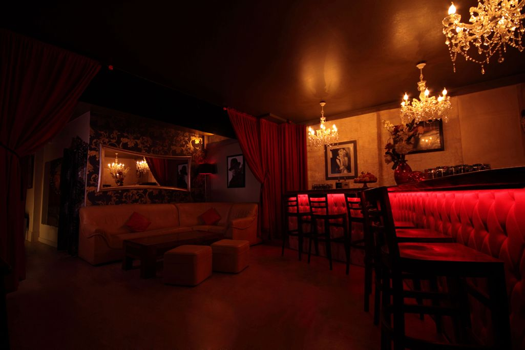 le bar du sauna le diff rent bordeaux articles libertins pinterest le bar bordeaux et bar. Black Bedroom Furniture Sets. Home Design Ideas