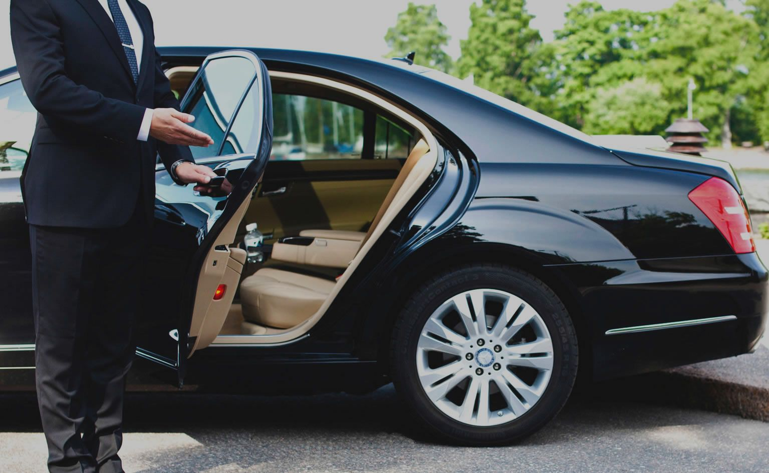 Get 20 Off Your First Ride At Uber Black Car Service Airport Car Service Chauffeur Service