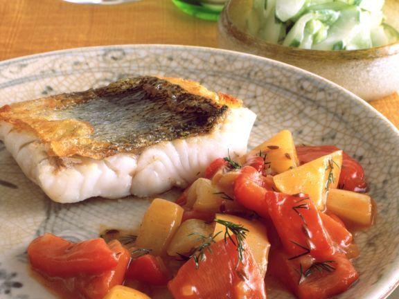 Zander mit Paprika-Gurken-Gemüse ist ein Rezept mit frischen Zutaten aus der Kategorie Fisch. Probieren Sie dieses und weitere Rezepte von EAT SMARTER!