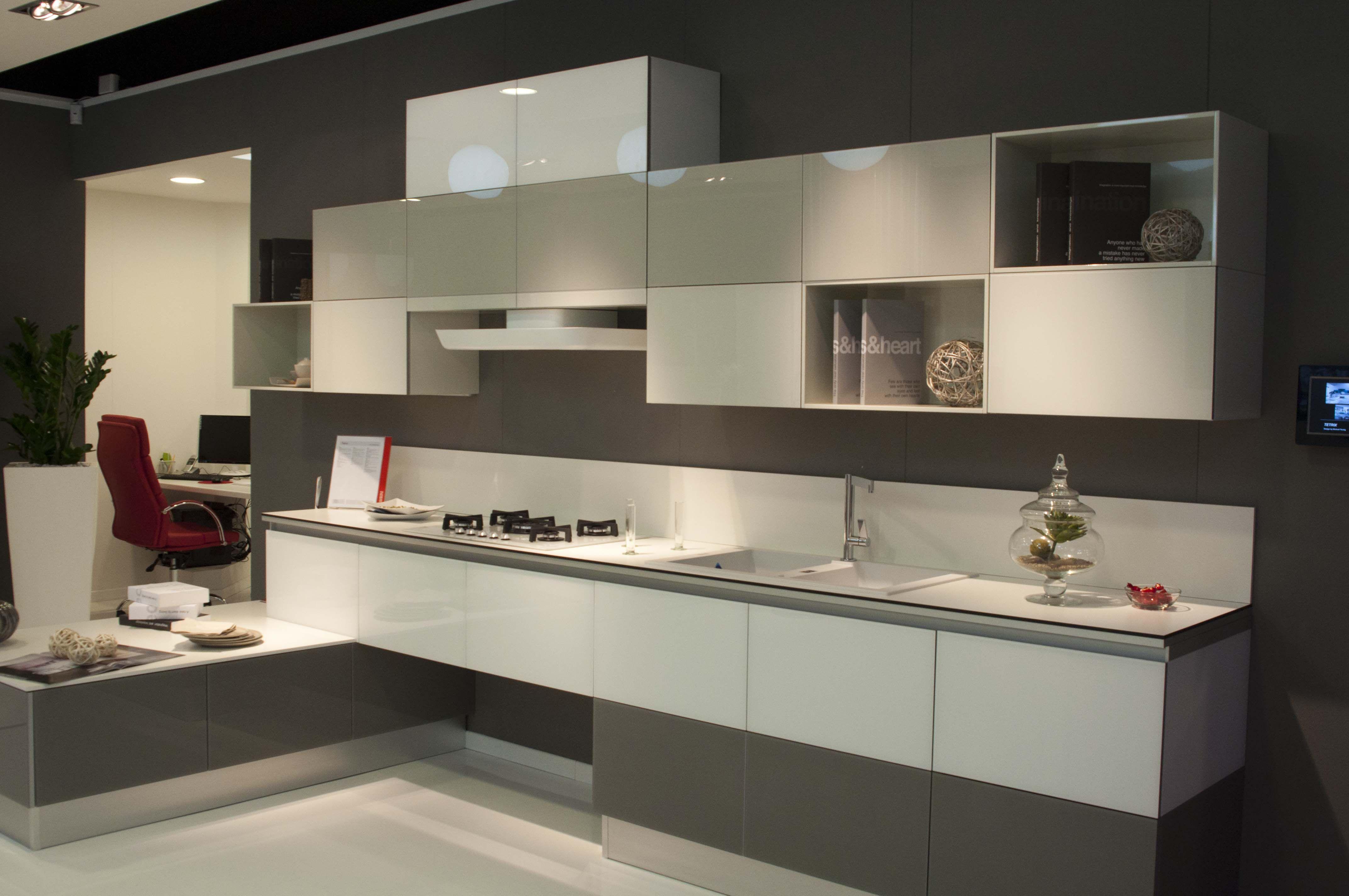 Cucine moderne Scavolini | Tetrix esposta nello showroom di Napoli ...