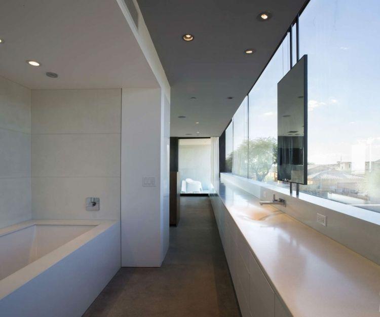 Mauerwerk Sichtschutz Weiss Wandfarbe Bad Badewanne Glasfront