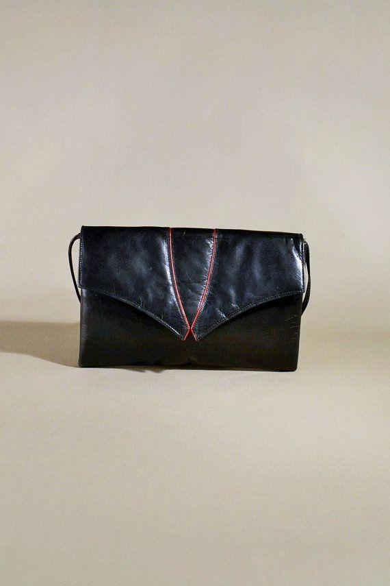 Portemonnee Schoudertasje.Vintage Black Charles Jourdan Leather Bag Door Allvintagebags