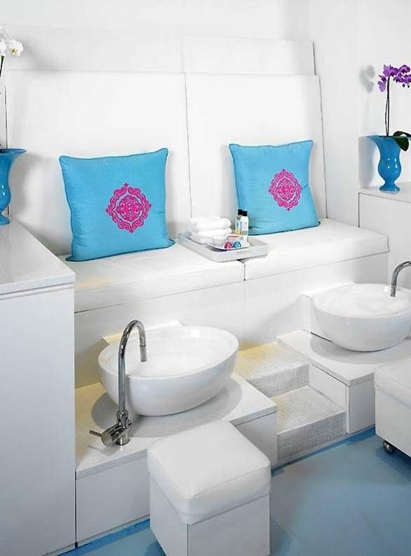 accent color use in furniture beauty salon