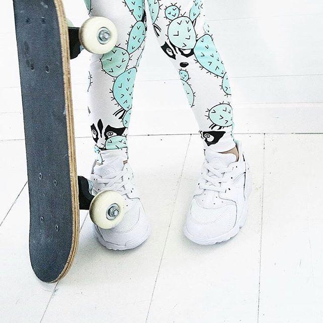 @liandlo Raccoon tyg i shoppen ❤️ Liandlo.com  För fler bilder swipa.  #fabric #fabricstore #tygaffär #euroknit #jerseyfabric #stoffe #stoff #sewing #sew #nähenistoll #fabriclove #fabricstore #tyg #tyger #nähen #raccoon #peekaboo #visytokiga design @miameadesign