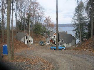Dit beeld lijkt sterk op het beeld dat ik in mijn gedachten heb. De gebouwen zijn anders..  Timber Frame Life: November 2007