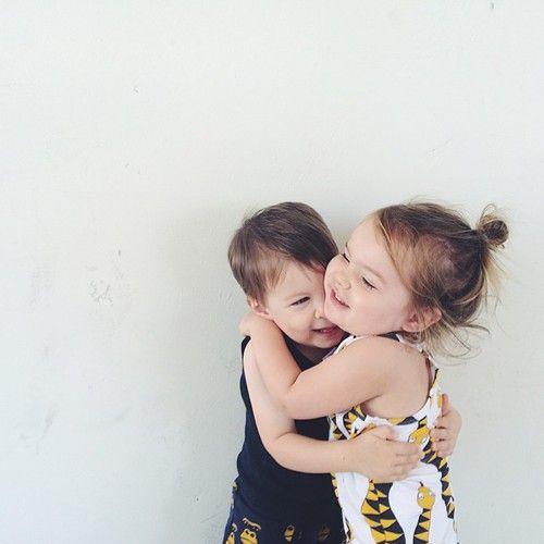 Resultado de imagen de kids hugging tumblr