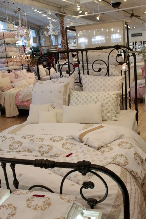 Best Black Wrought Iron Bed Oh Its Happening Love Love 640 x 480