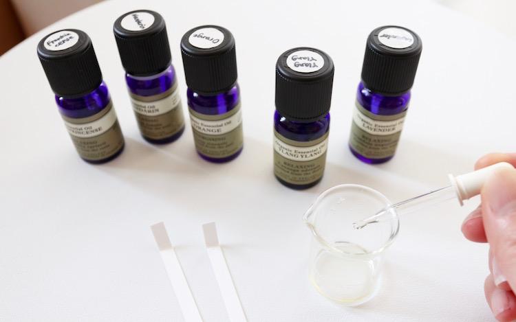 アロマオイルの簡単ブレンド方法 初心者さん向けおすすめレシピ アロマ 香水 アロマオイル 手作りスキンケア
