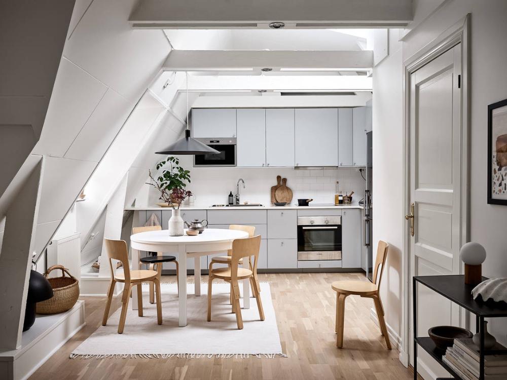 Nyrenoverad vindslägenhet med underbar takterrass - Stadshem #atticapartment