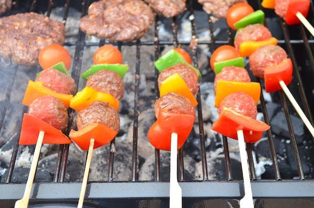 Kidsproof Bbq Spiezen Met Gehaktballetjes Uit Pauline S Keuken Bbq Voedsel Ideeen Barbecuerecepten