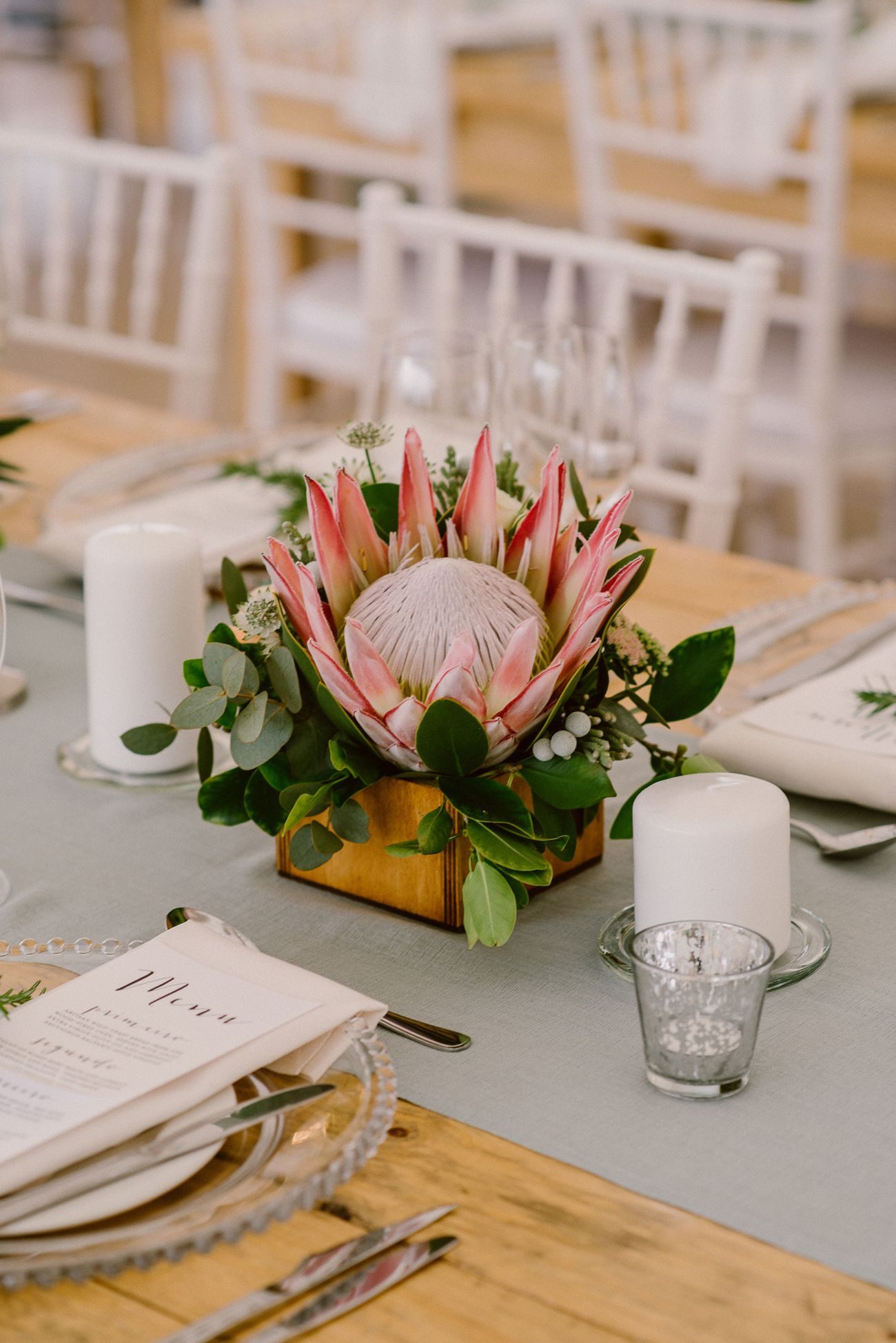 Chic Vineyard Wedding By Lad Lass Photography Cheap Wedding Table Centerpieces Flower Centerpieces Wedding Wedding Floral Centerpieces