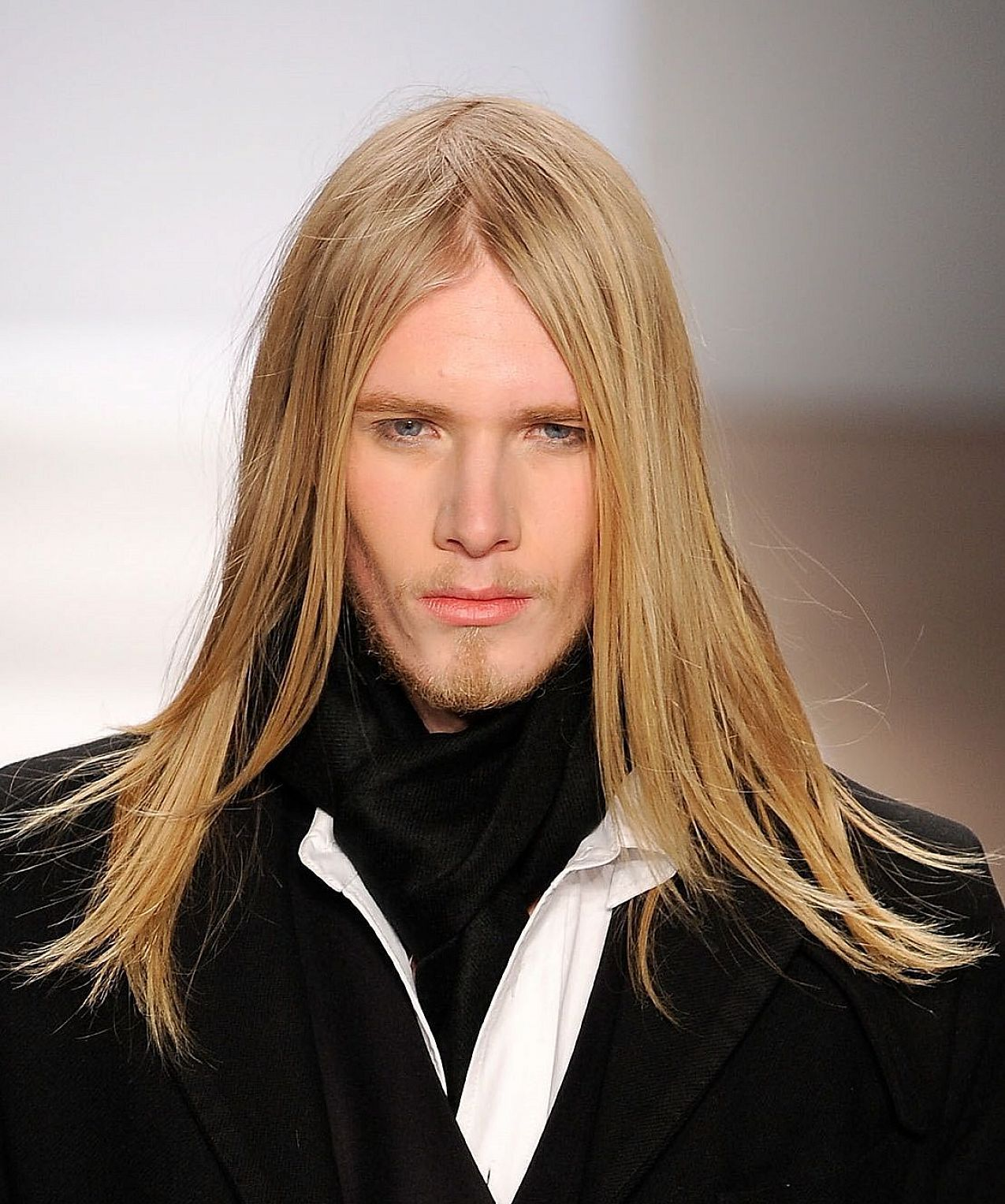 Really Long Hair Hairstyles Men With Long Straight Hair Also Looks Very Cool Men Hairstyle