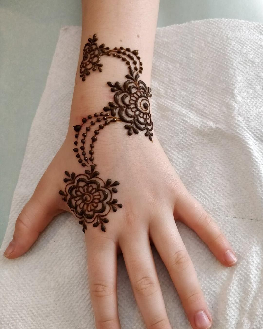 Little Henna Tattoos: Henna For Small Group Of Cute Little Girls