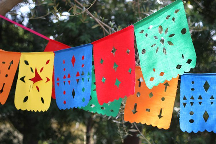 Papel Picado Haz Los Típicos Banderines Mexicanos Guirnaldas Mexicanas Como Hacer Banderillas Banderas Mexicanas