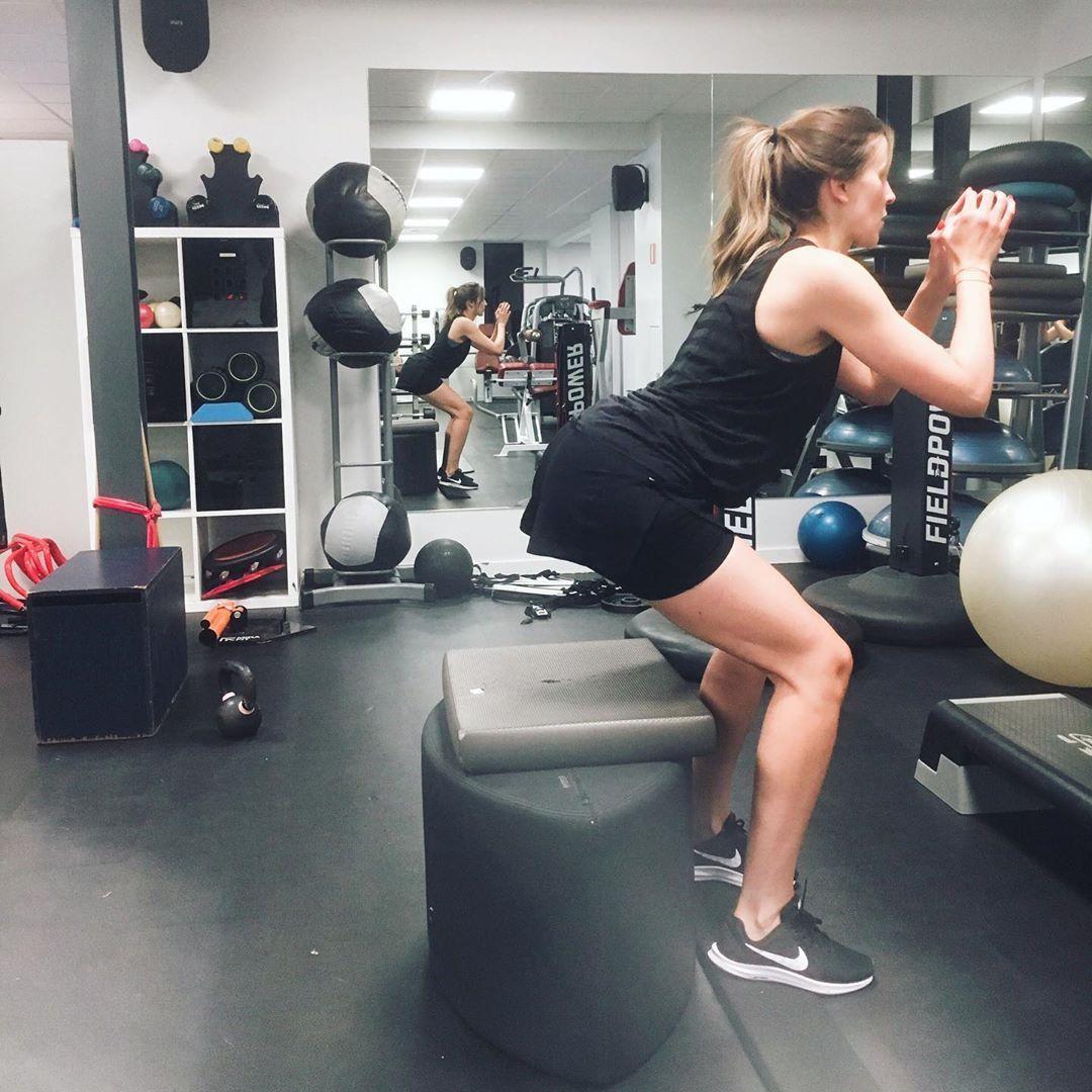 On wednesdays we do squats 👏 . . . #fitness #sport #stability #squats #kinesitherapie #kine #posture...