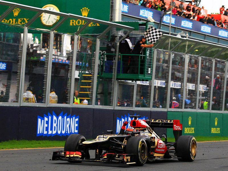 Kimi Raikkonen takes the chequered flag Formula 1, Kimi