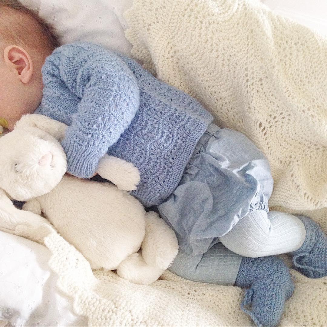 Dagen-derpå-baby #detroyalesvøb#instaknit#knitstagram#ministil#babystrikk#babyknits#knittersofinstagram#arvestrikk#knitting#knitted