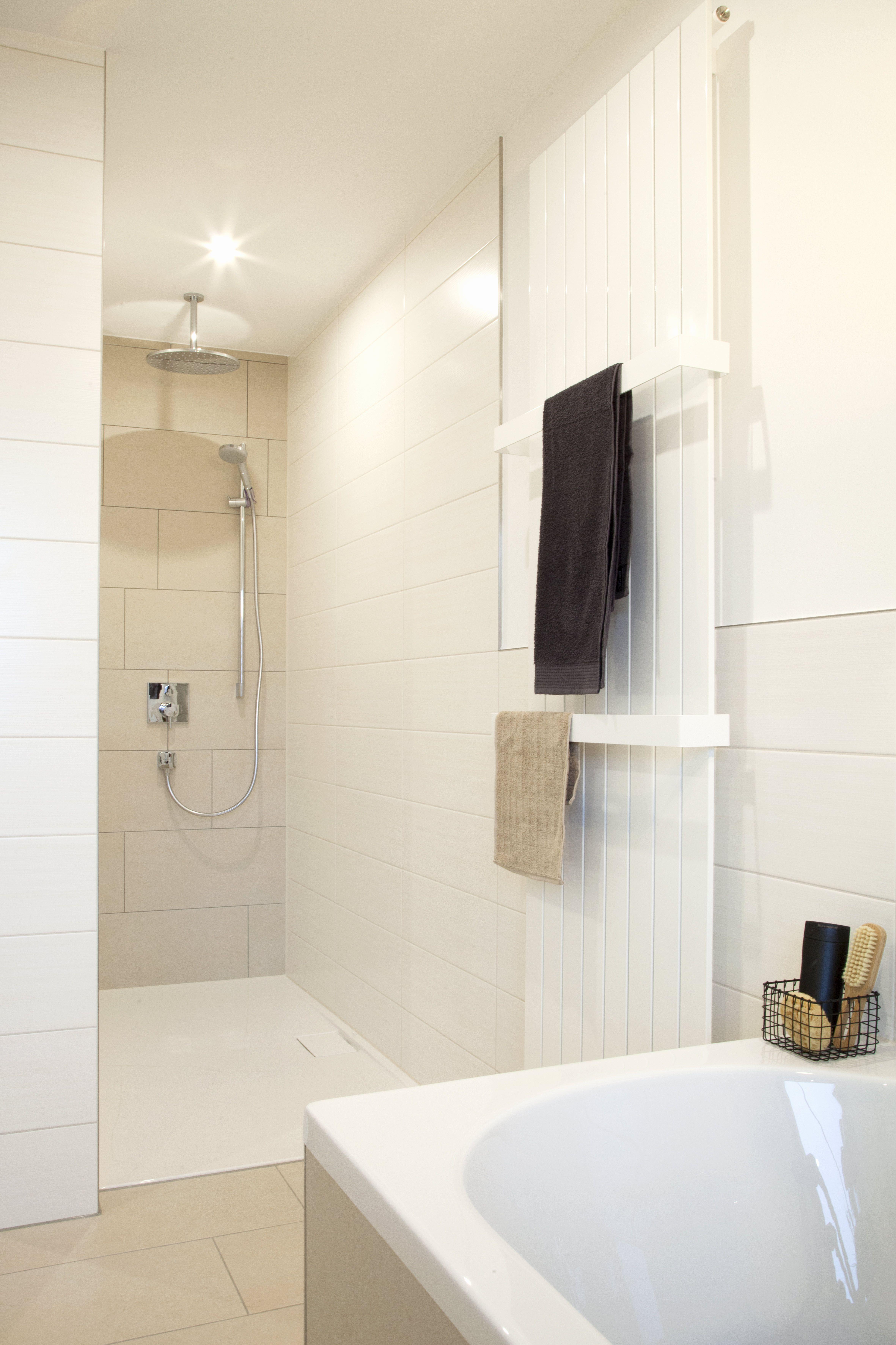 Moderne Walk-in-Dusche #banovo #badsanierung #badrenovierung ...