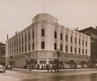 F W Woolworth S Corner Of South Salina And Fayette Streets Woolworth Building Old Pictures Onondaga County