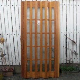 Cette porte en accordéon et vitrée est de la marque Pella | Decor, Outdoor structures, Outdoor