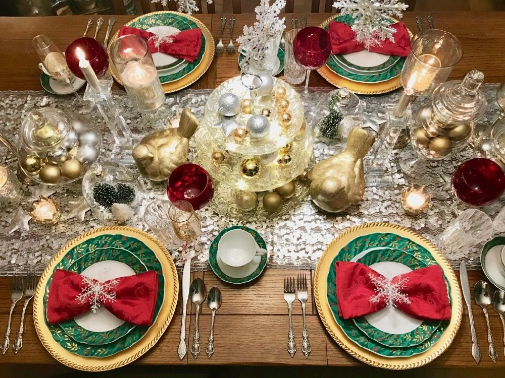 Christmas Table Decor With Images Christmas Table Decorations