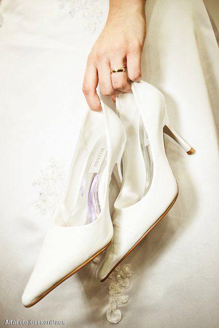 4c04f92b746 Sapato branco de noiva da Vizzano. Foto  Alfa Foto (clique para conhecer  todos os tipos de calçados de noiva).