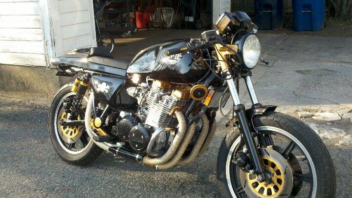 Xs1100 | Cafe racers & bobbers | Garage shop, Motorcycle, Bike