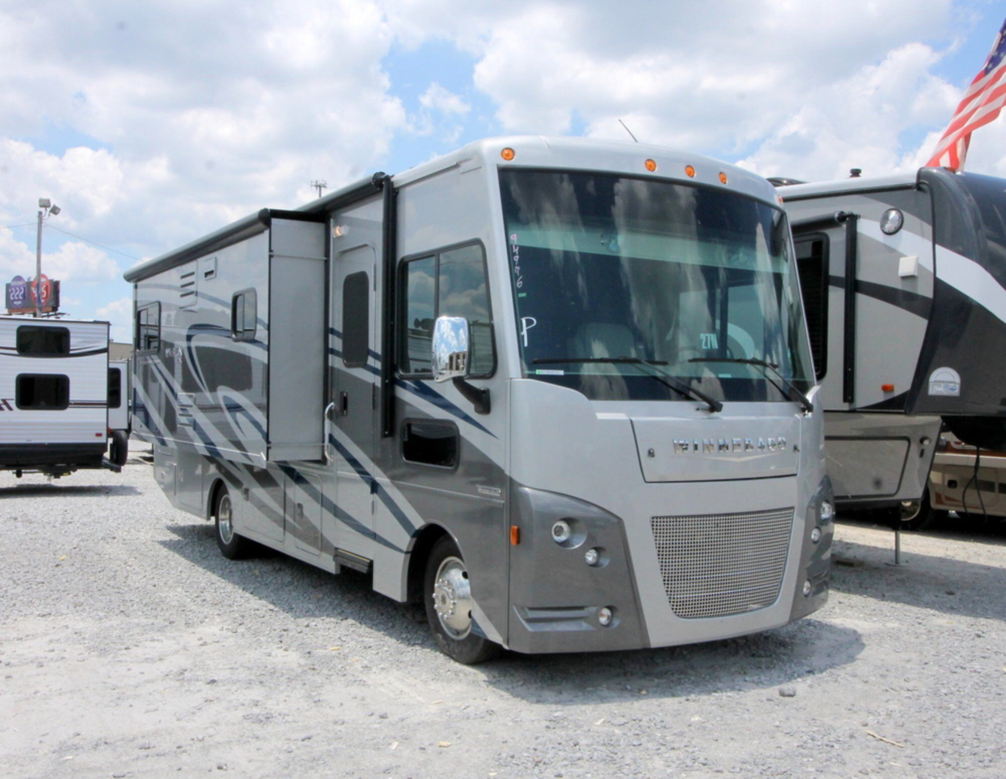 Check Out This 2017 Winnebago Vista Lx 27n Out On Rvtrader Com
