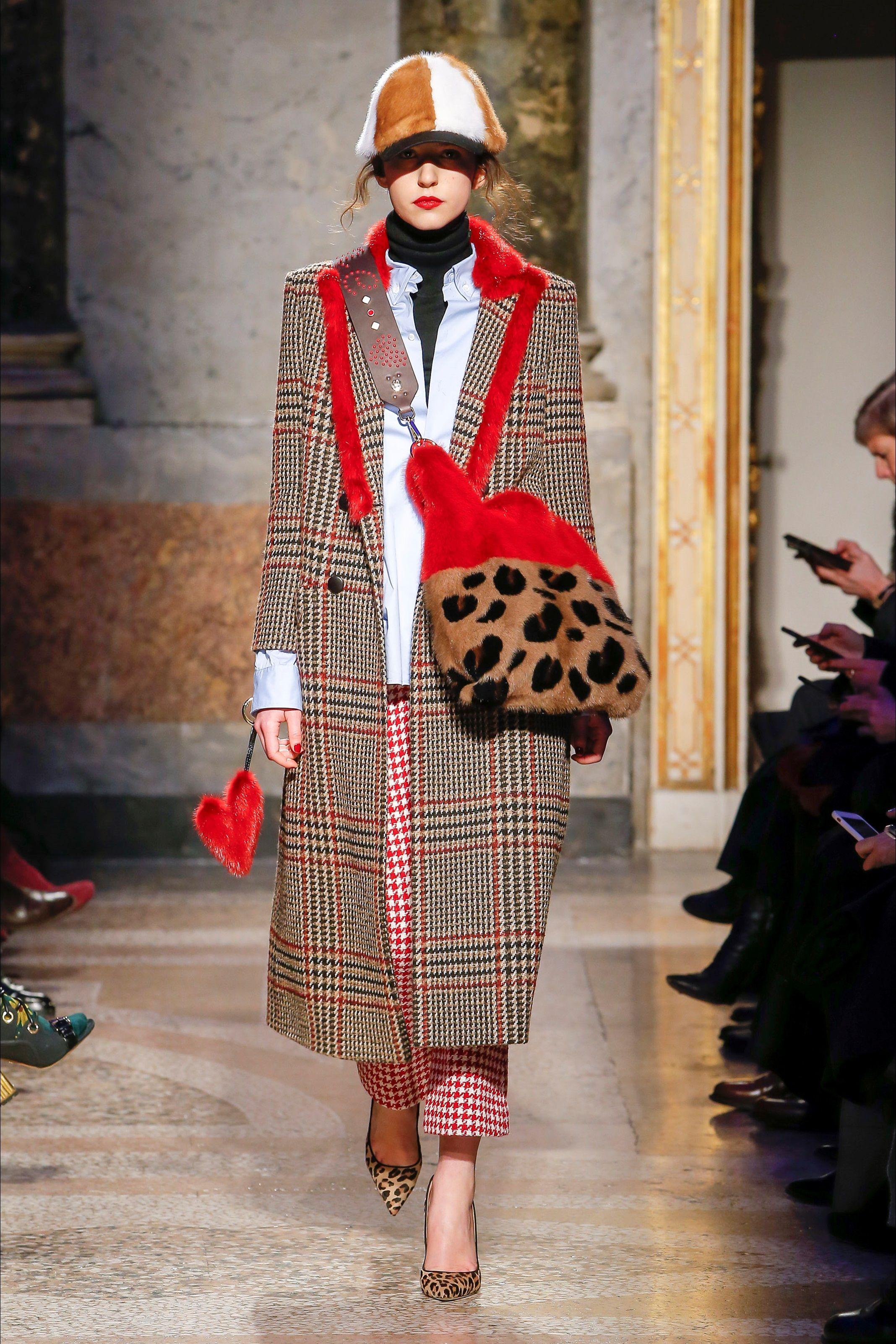 Sfilata Simonetta Ravizza Milano - Collezioni Autunno Inverno 2018-19 -  Vogue 78408f5d814