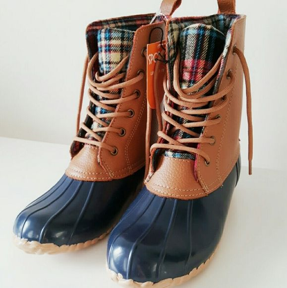 b933ae4f6e0 NWT) Sporto leather duck boots This adorable boot is made of a ...