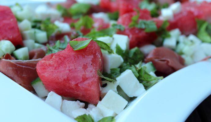 Melonensalat mit Serranoschinken und Mozzarella | petitappetit.de