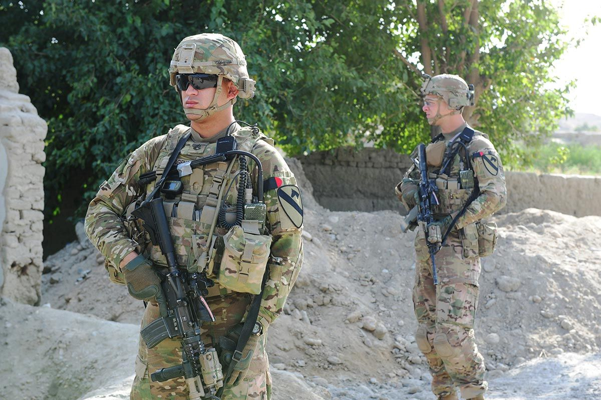 The Army Looks Set To Turn The Page On Ceramic And Kevlar Based Armor Systems Of The Past With A Revolutionary New Armour System Us Army Infantry Us Army Army