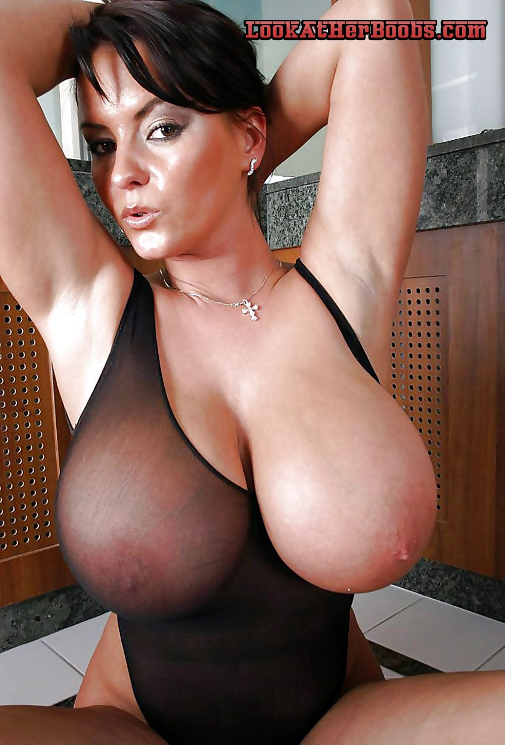 nude women massive tits.girls flashing boobs. bbws flash huge