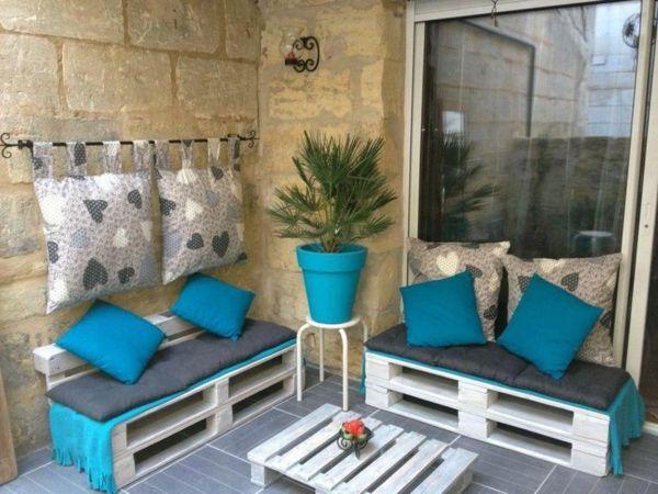 Balkonmöbel aus europaletten  Balkonmöbel selber bauen holzpaletten auflagen blau | Garten ...