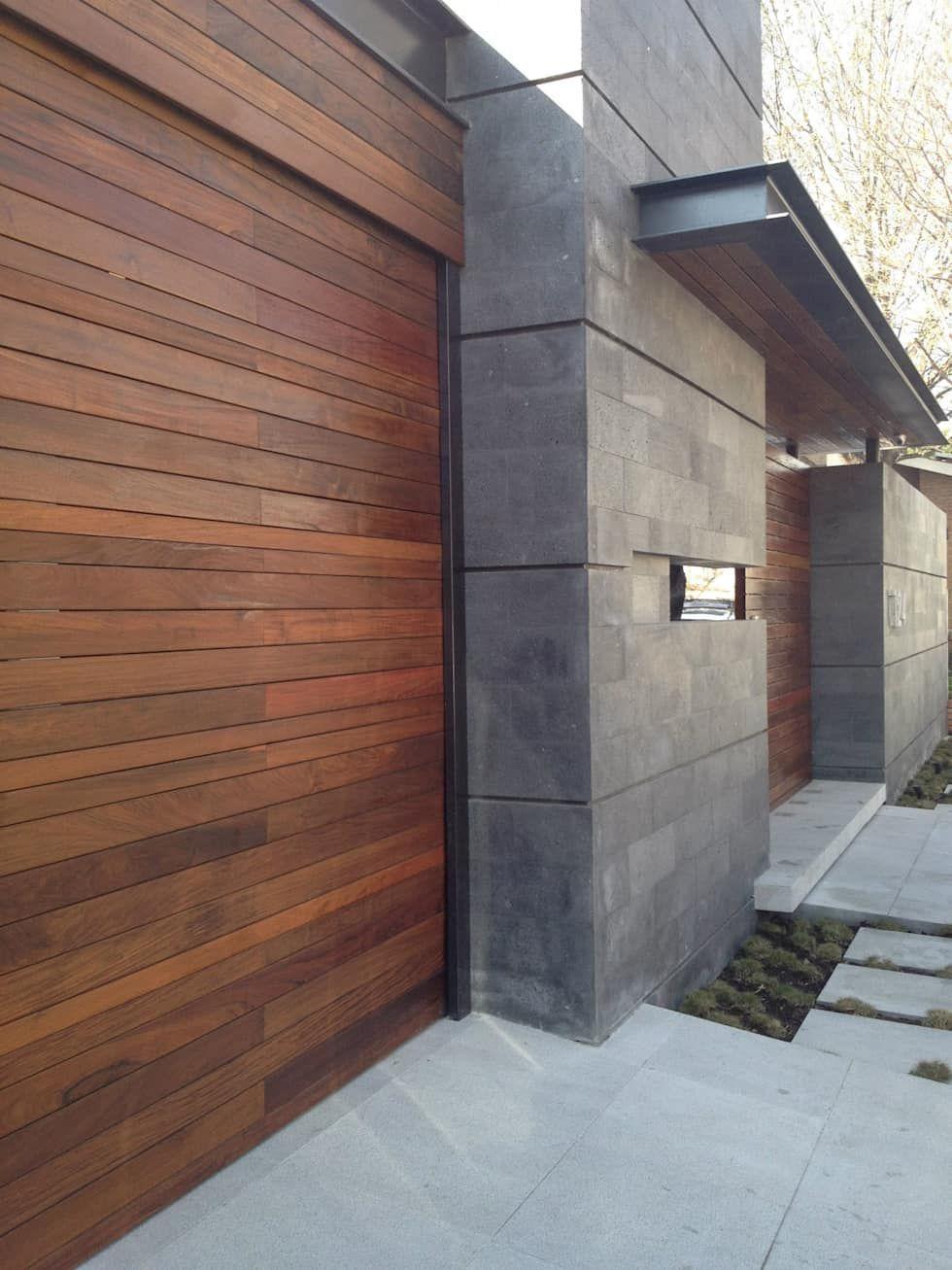 Acceso principal casas de estilo por diez y nueve grados for Casa habitacion minimalista