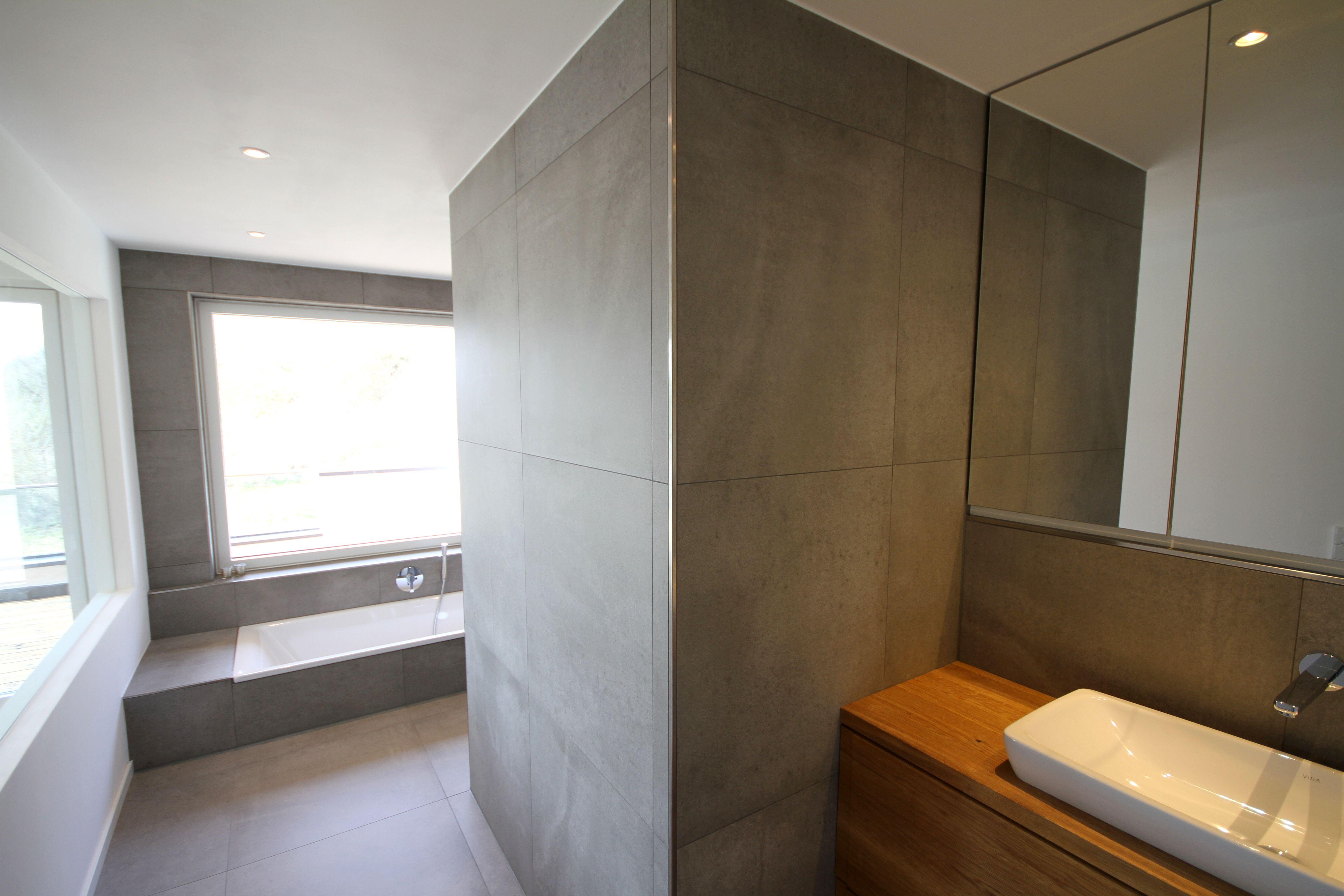 Badezimmer inkl. Waschtisch aus Eiche Massivholz, Spiegelschrank und ...