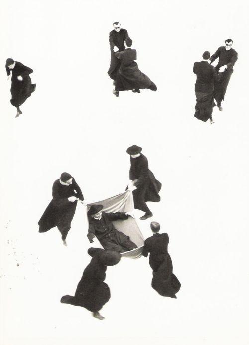 """Mario Giacomelli - Pretini, 1961-63 De la Série """"Io non ho mani che mi accarezzino il volto"""""""