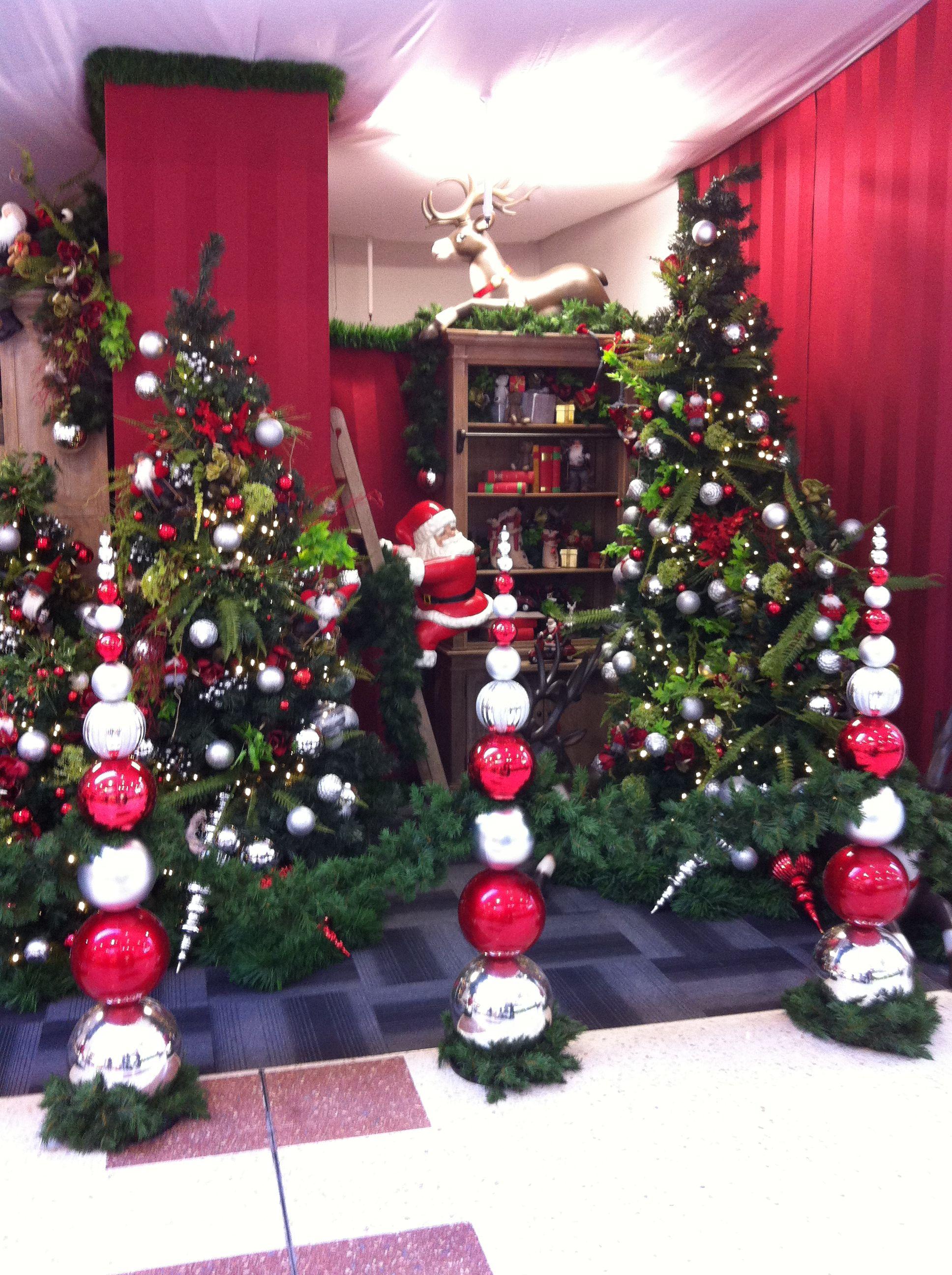 Santa Setting Hamilton New Zealand By Ton Van Der Veer Christmas Display Christmas Window Display Christmas Decorations