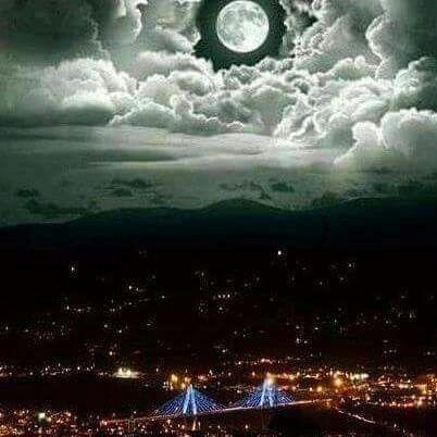 Luna sobre Pereira