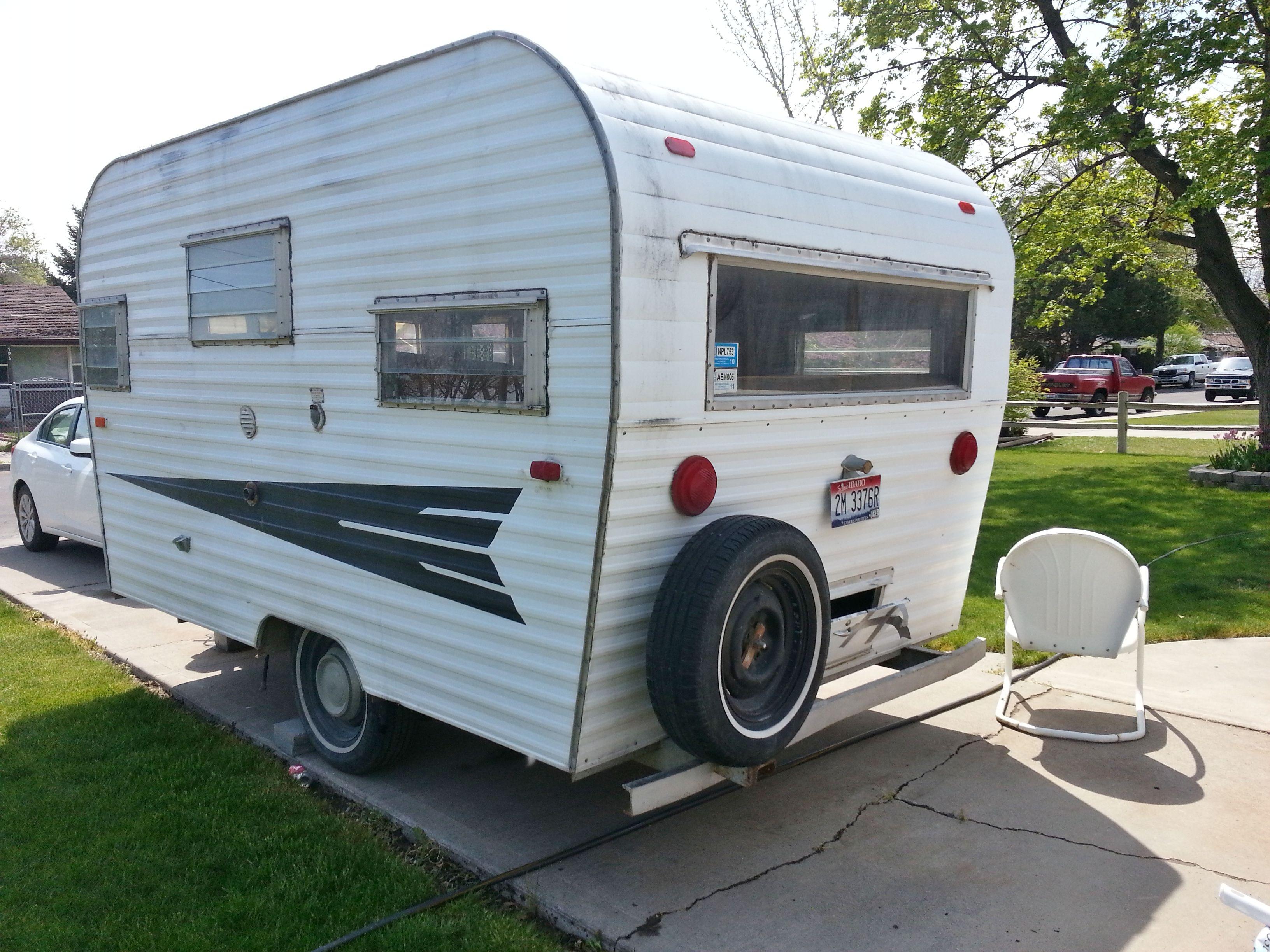 Vintage roadrunner camper trailers