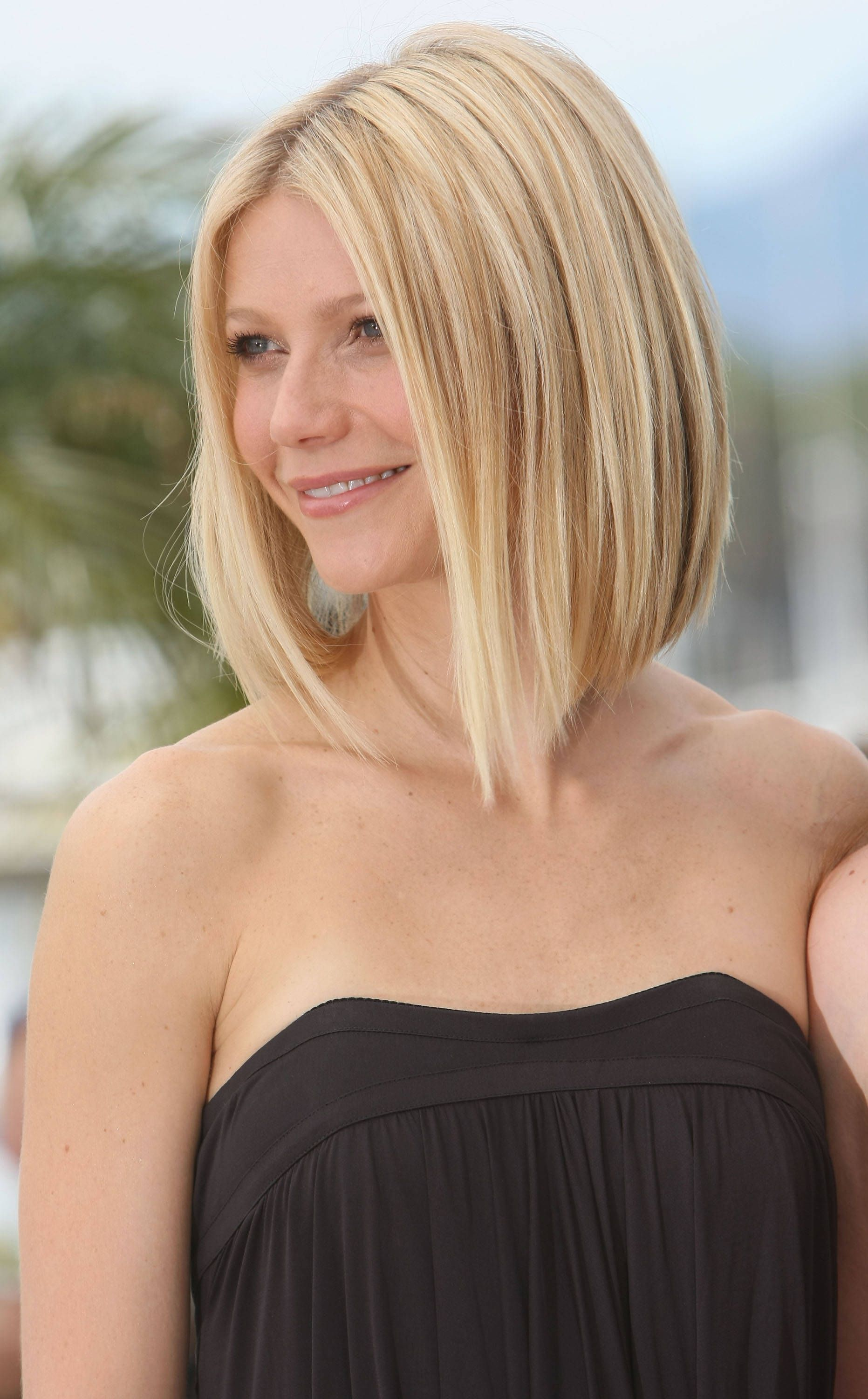 the best hairstyles for heart-shaped faces   long blonde bobs