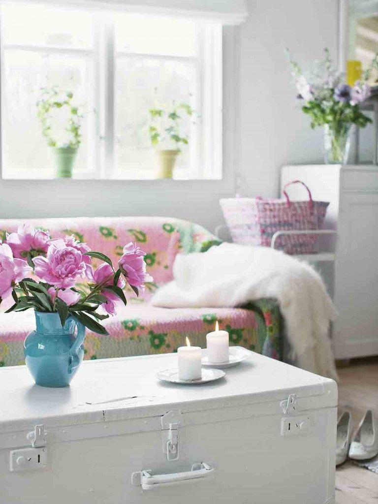 Aus Dem Buch Vintage Home Shabby Chic Wohnzimmer Mit Einem Alten Koffer Als Tisch