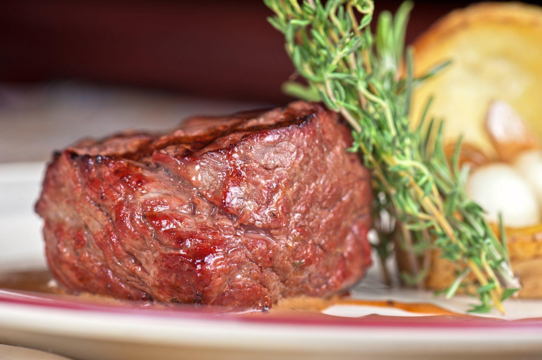 How To Grill Chateaubriand Livestrong Com Et Yemekleri En 2020 Platos De Carne Lomo De Res Solomillo De Ternera