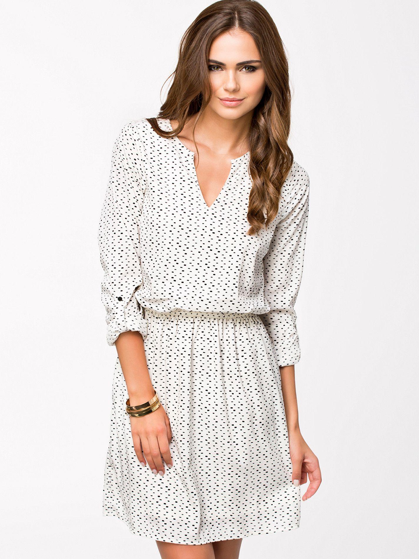 Stroke Short Dress - Vero Moda
