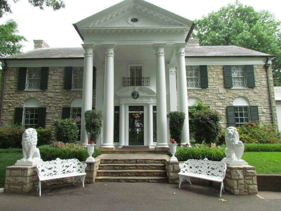 The lions in front of Graceland were purchased August 21, 1957 | Graceland, Mansions, Graceland mansion