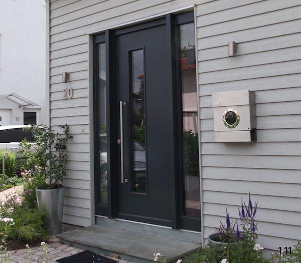 moderne haust ren aus holz graue ganzblatt haust r mit lichtausschnitt und zwei seitenteilen. Black Bedroom Furniture Sets. Home Design Ideas