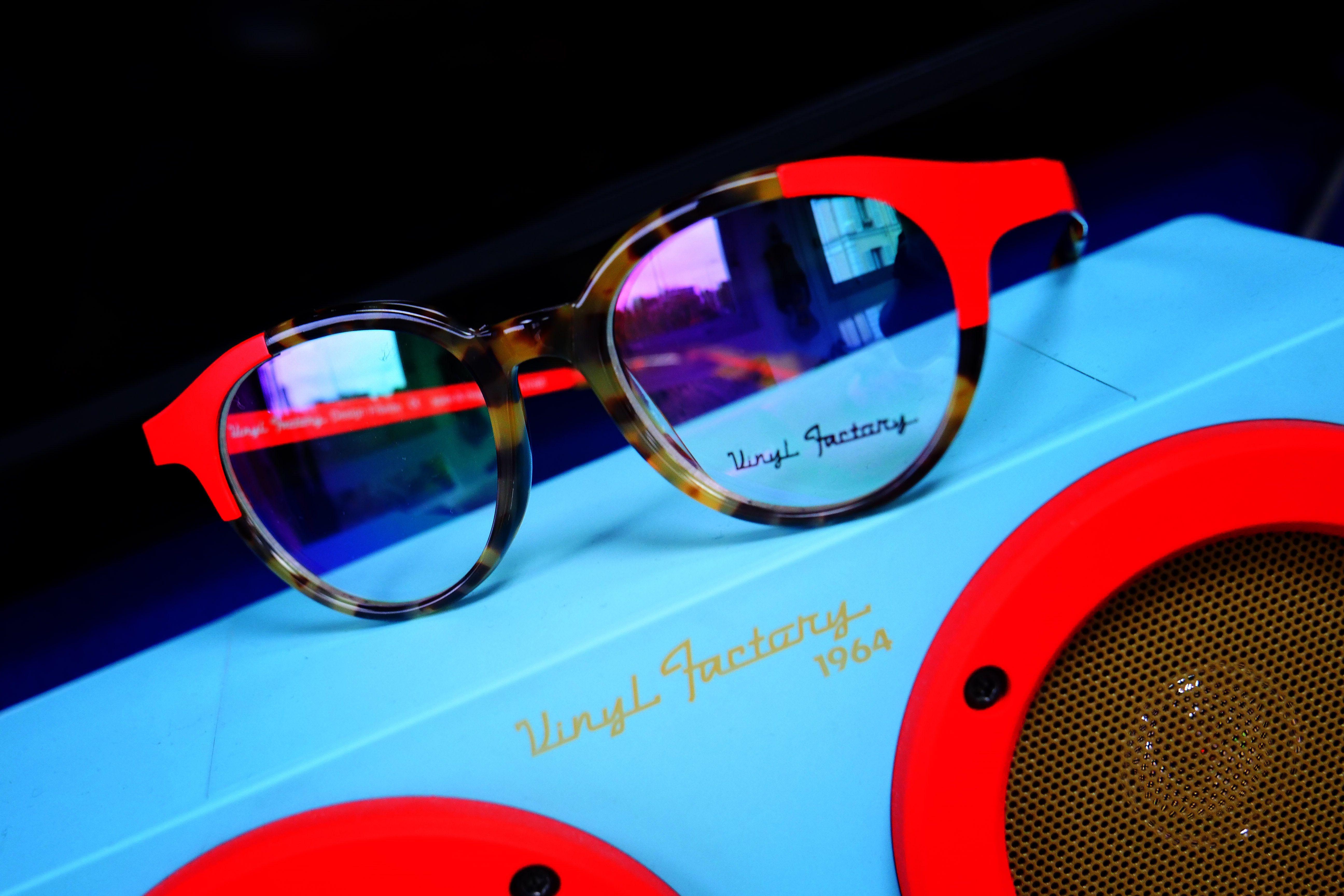 14 meilleures images du tableau Vinyl Factory   Factories, Glasses et Vinyl  records e5df930f2688