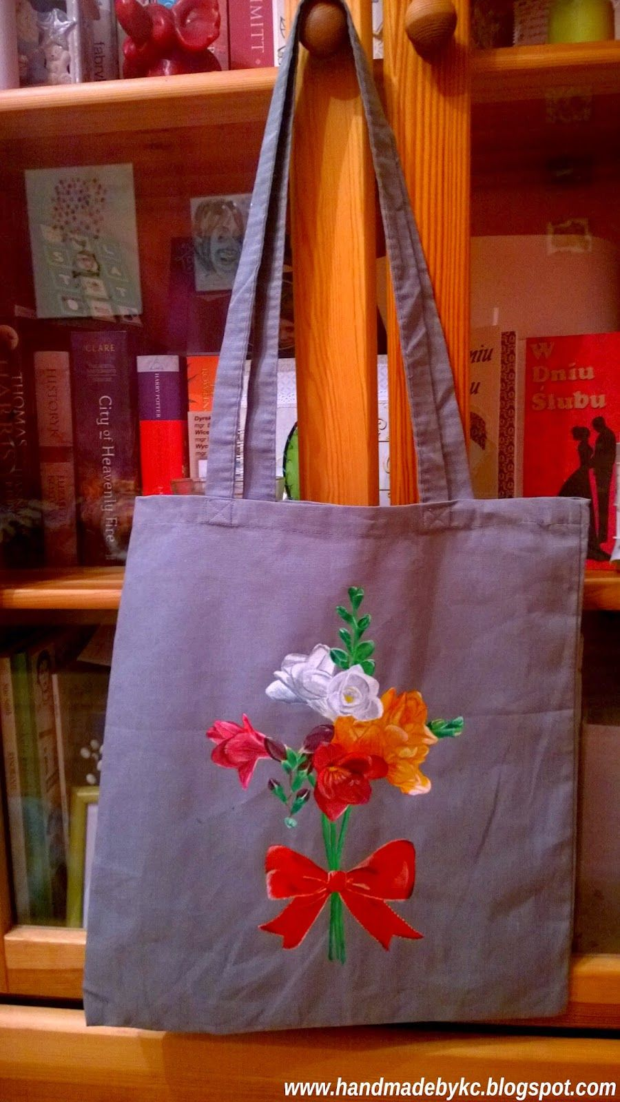 hand painted bag for shopping with flowers, enjoy! #handmade #diy #flowers #bag #shopping #fashion