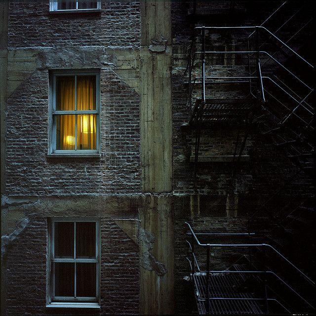 призналась, что фото окон старого дома ночью фотоаппараты больше подходят